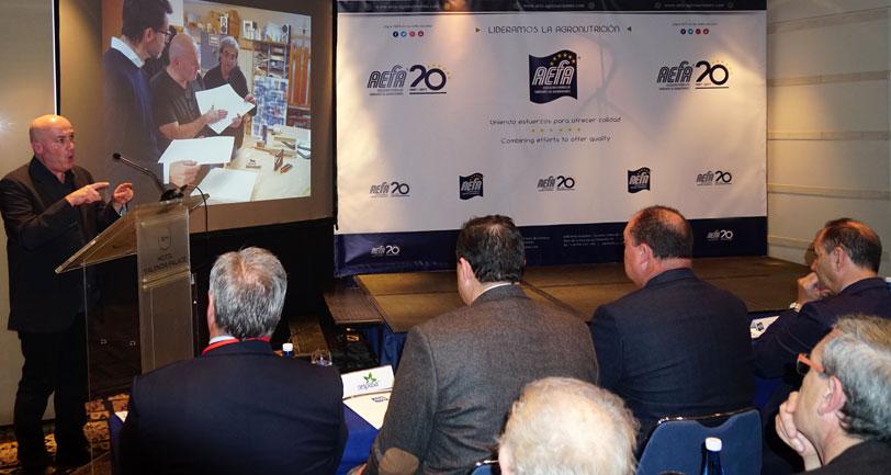 AEFA obsequia con arte a sus asociados en su 20 Aniversario