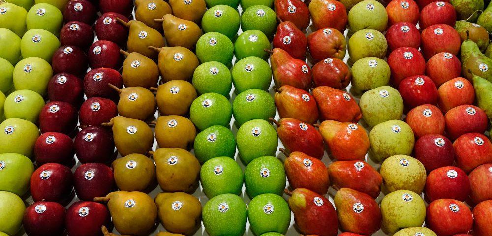 Frutas de pepita en tienda